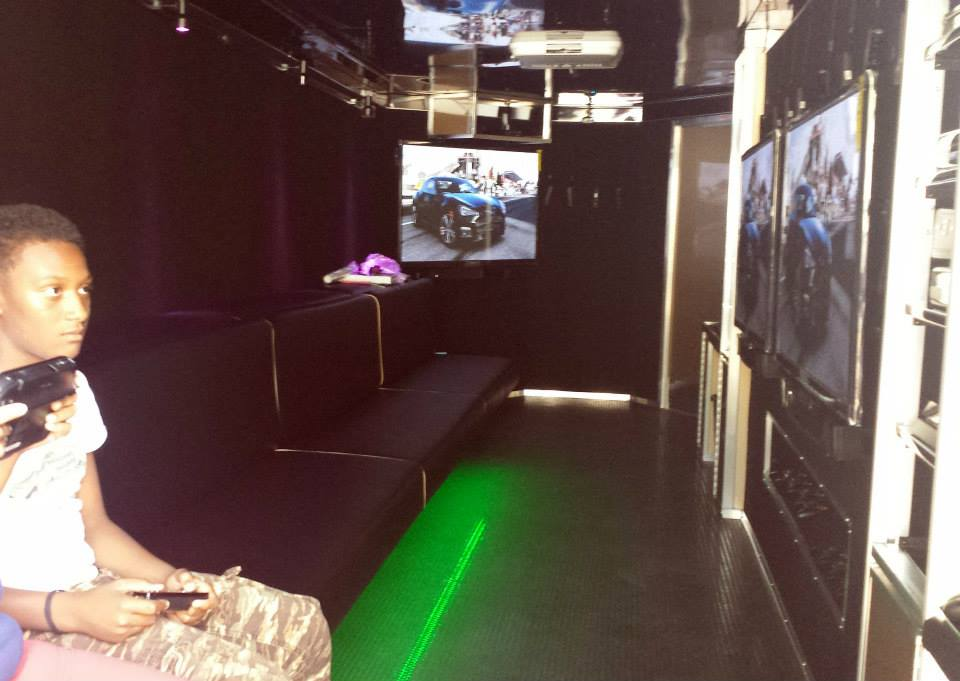 Action Station in a Mobile Game Theater
