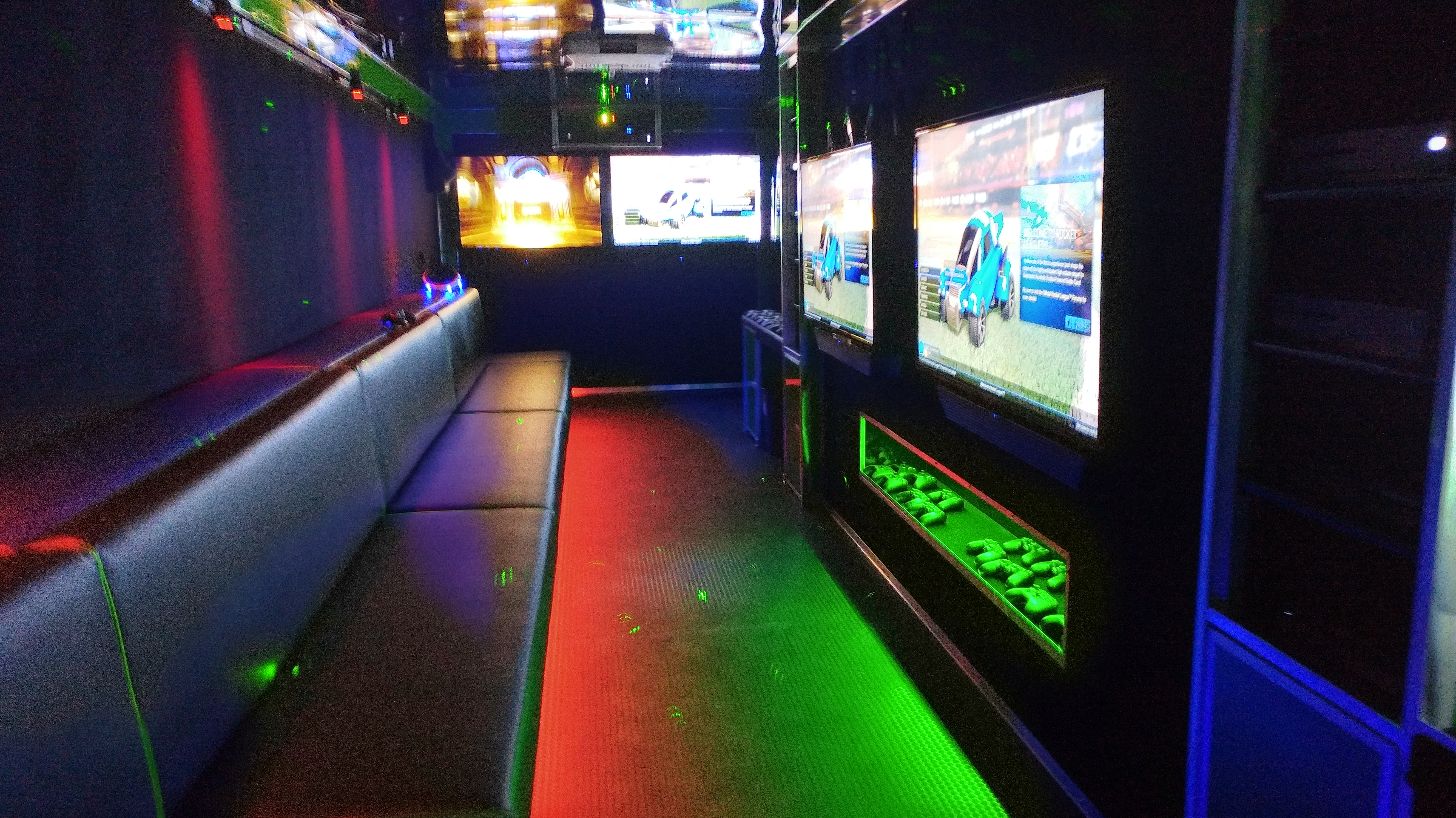2017 Arctic Green Flat Front 8 TVs and VR Station (35)